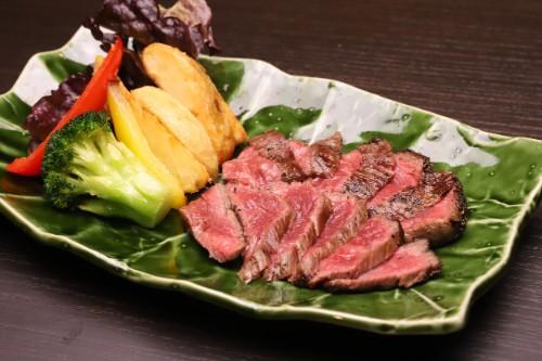牛イチボ鉄板ステーキ